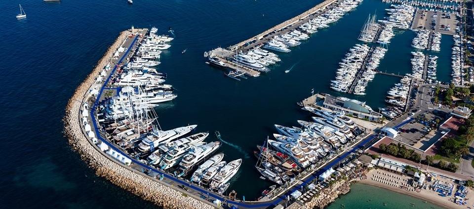 Vue du port du Cannes Yachting Festival hébergement au camping hôtel les rives du Loup 06 Alpes Maritimes