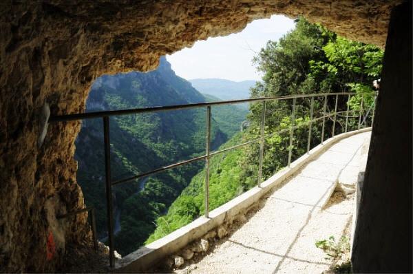 Les tunnels du sentier du vertige Les Rives du Loup