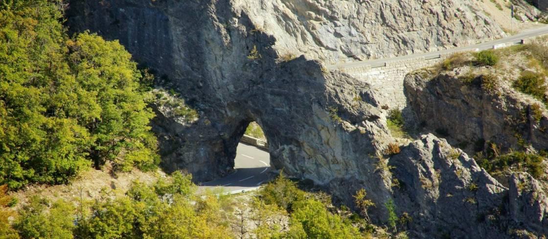 Route napoleon  dans les Alpes Maritimes en direction du camping les rives du loup paca 06