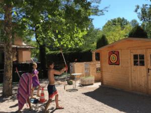 Animation et tir à l'arc au camping