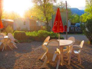 La terrasse du camping et ses 1er rayons du soleil